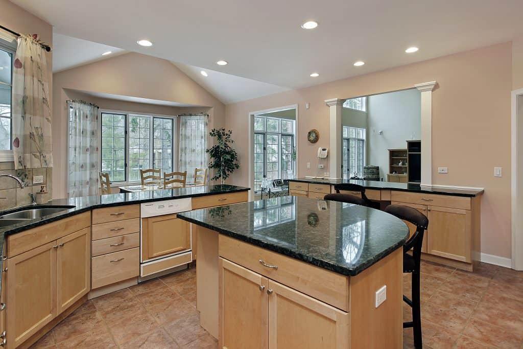 דלתות זכוכית במטבח