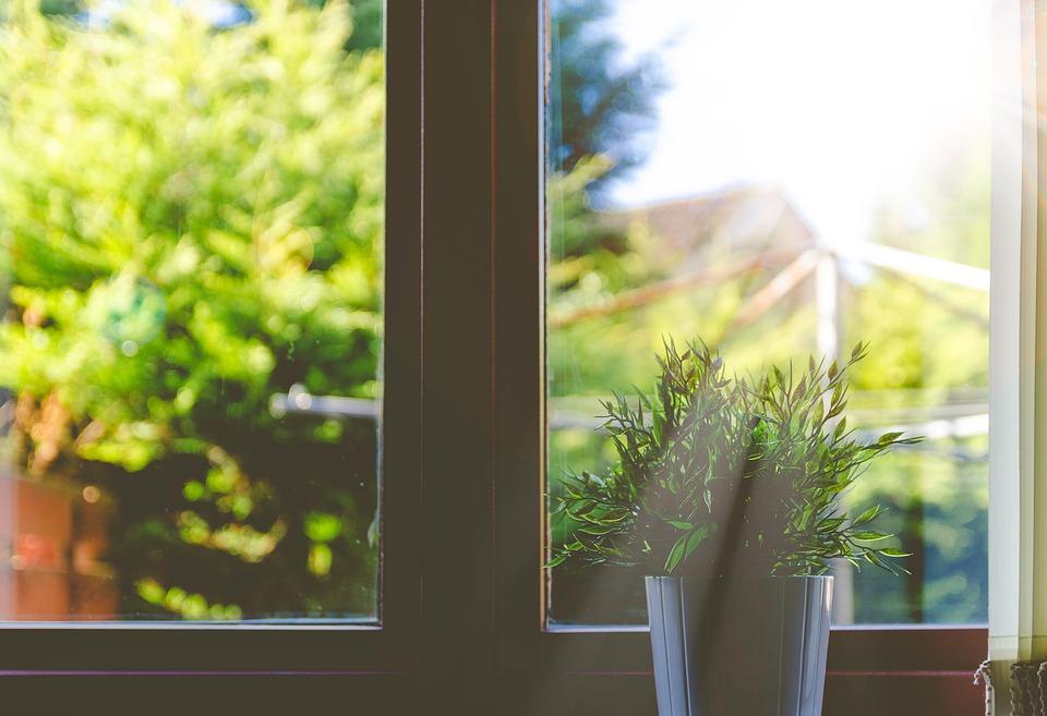 ניקוי חלונות למטבח - טיפים לניקוי מקצועי
