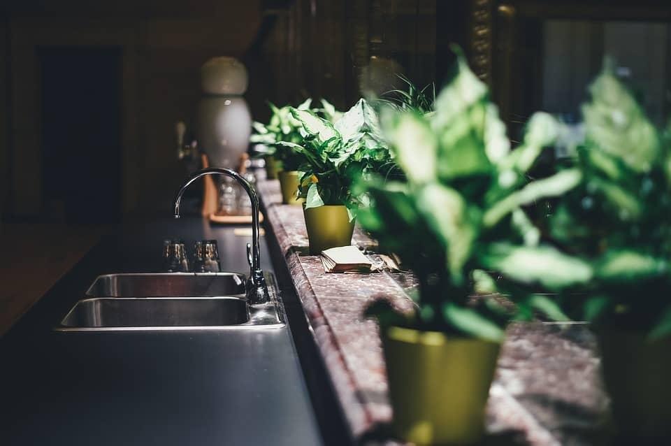מטבח שחור - למה כדאי ללכת על מטבחים כהים